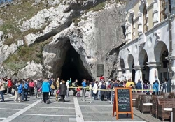 Postojna Cave - Predjama Castle